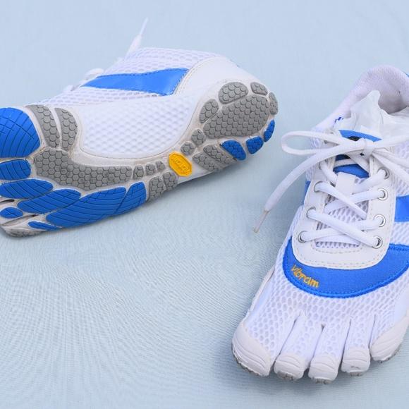the latest b8195 7f20a Vibram Five Fingers Bikila White Blue Barefoot 37.  M 5aea8c788df47030dd9030c4